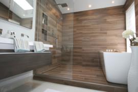 Les avantages du verre trempé pour les parois de douche