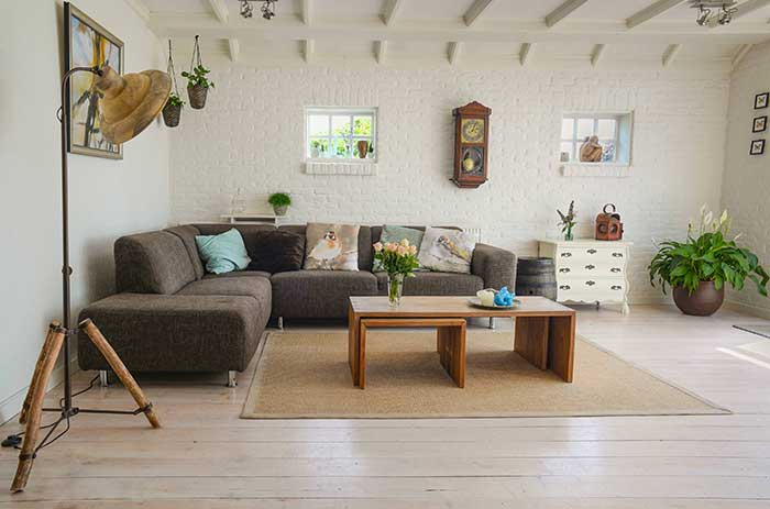 Pose de parquet en chêne clair permet d'apporter du contraster ou de respecter le style de votre intérieur